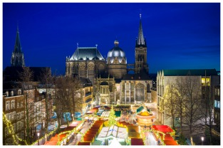Weihnachtsmarkt am Abend